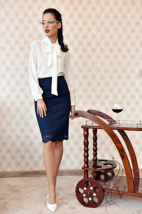 Stylish ladies blouse with a strong type of tie