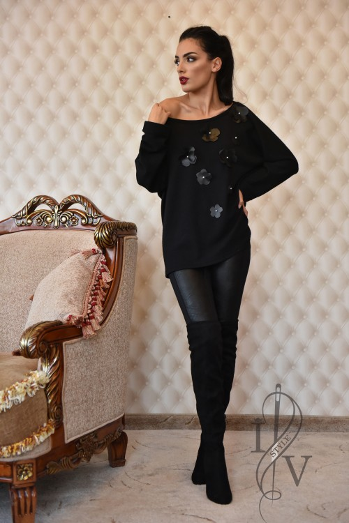 Black blouse-sweater with leather flowers