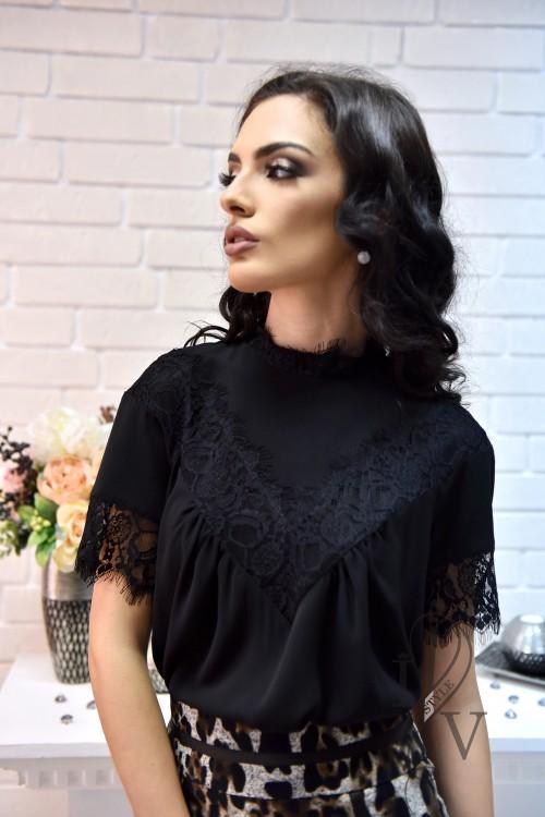 Черна блузка с дантела и поло яка