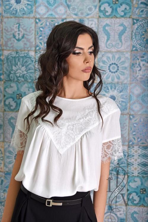 Бяла блузка с реглан ръкав