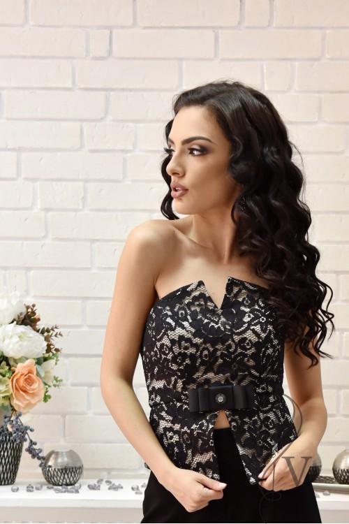 Elegant lace bustier