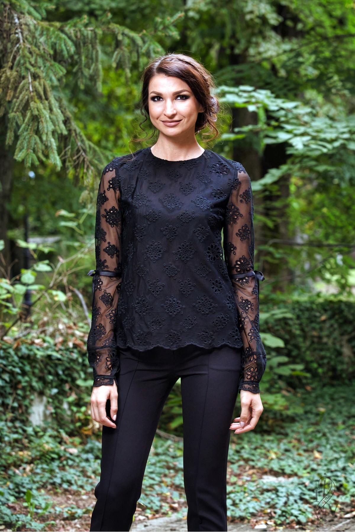 aaf02a44178 Черна дантелена блуза на цветя