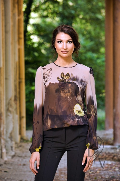 "Effective women's blouse ""Cappuccino & flowers"""