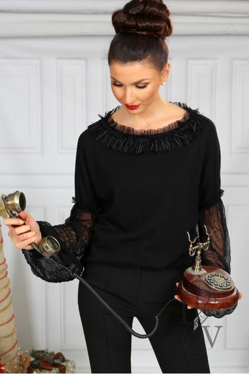 Черен пуловер с ефектни ръкави