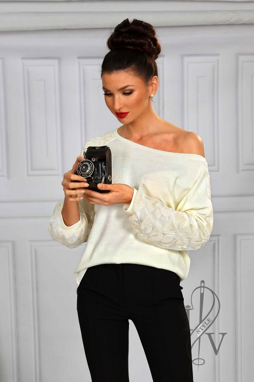 Effective ecru blouse with lace and velvet