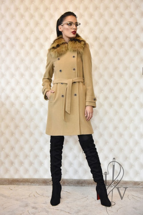 Sporty elegant coat with a removable leather collar and millet elements