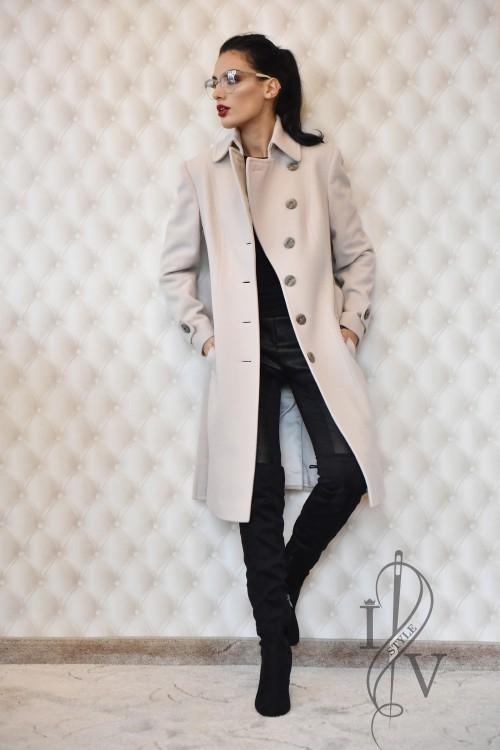 Стилно едноредно палто