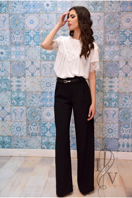 Elegant black trousers in straight silhouette
