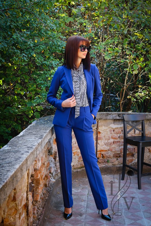 Elegant trousers in cobalt color