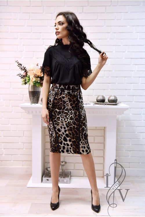 Sporty-elegant skirt print with GROW bands