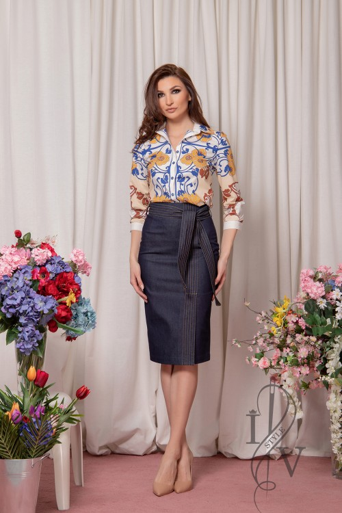 Elegant denim skirt with belt