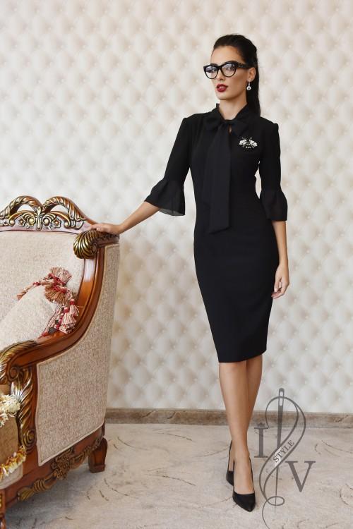 Елегантна черна рокля с връзка от шифон