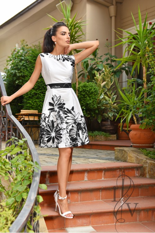 Dress with bangs in black and white