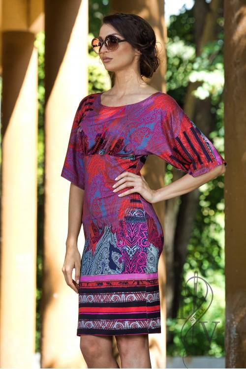 Впечатляваща  рокля с кимоно ръкав