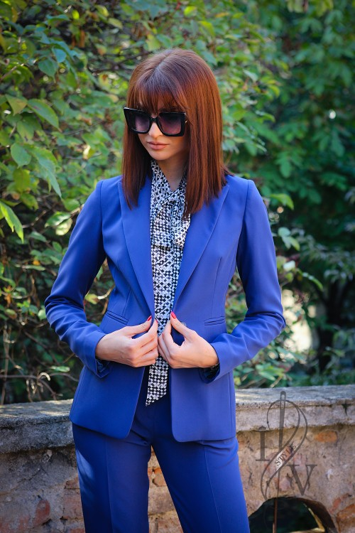 Elegant women's jacket in cobalt color